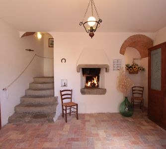 The hall shared between Montegonfoli 5 and 6. True rustic, true Tuscany!