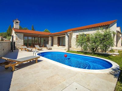 Photo for Detached villa with swimming pool and summer kitchen, 2 km from the beach