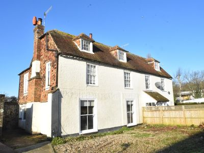 Photo for Ground floor flat  in historic Hythe, close to town centre, beach & Eurotunnel