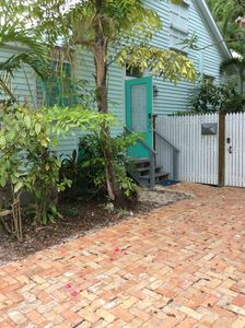 CHARMING MONTHLY VACATION RENTAL