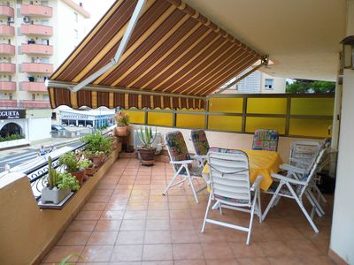Photo for Spacious and bright apartment (85 sqm) with stunning sun terrace and conservatory