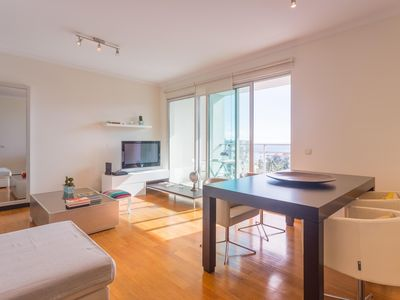 Photo for Spacious Funchal Ocean View apartment in Funchal with WiFi & lift.