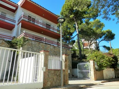 Photo for Villa amongst pine trees, 250 meters from the center village, Medes Islands view