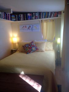 Sunny room close to trails, town and taverns