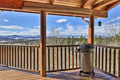 The views from this vacation rental cabin will blow you away.