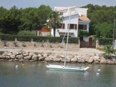 Photo for 280m2 villa, 10 people, feet in the water, port Estany