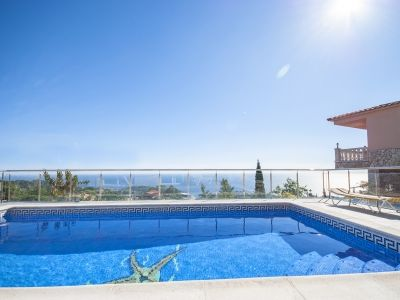 Photo for 5 bedroom Villa, sleeps 9 with Pool, WiFi and Walk to Shops