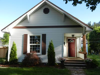 Very cute 2 bedroom 1 bath totally remodeled house right in the heart of town!