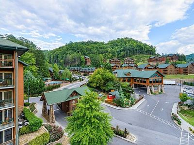 Photo for INDOOR WATER PARK - 2 BDRM/3 BA/Sleeps 8 - Westgate Smokey Mountain Resort