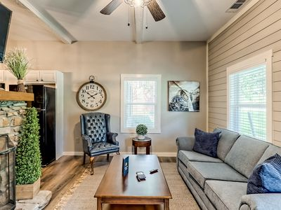Downtown suite w/ TV, gas fireplace, & shared lawn - walk to downtown Helen!