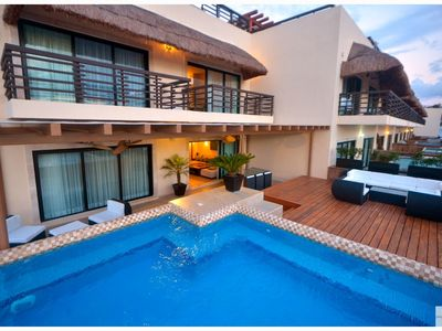 Photo for (AT236) 2Bed+Pool+GYM+Beach+WIFI+Parking