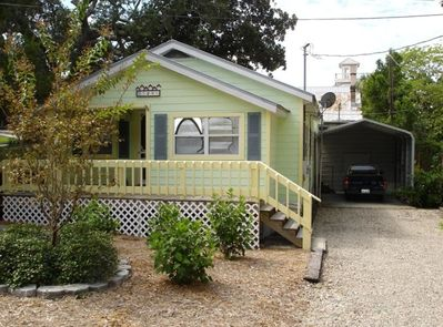 Miraculous Sunflower Cottage Dog Friendly Cottage With Golf Cart Cedar Key Home Interior And Landscaping Ologienasavecom