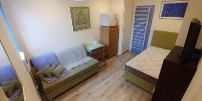 Photo for Bedsit studio Freshwater. Self contained, quiet, private entry, garden outlook