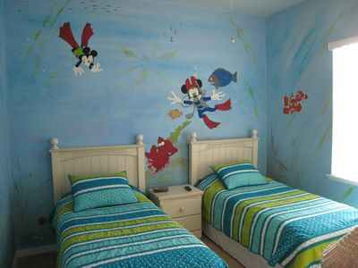 Under the Sea Room - Join the adventure with Mickey, Minnie, Ariel and Nemo
