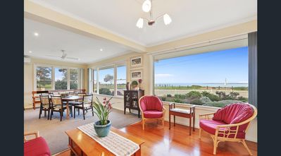 Photo for North Shore · Luxury Waterfront Stay next Geelong Avalon Airport