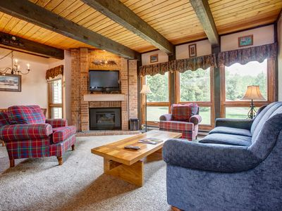 Big Windows, Awesome Kitchen, Pool/HT - 200yds to Slopes - Discount Lift Tix