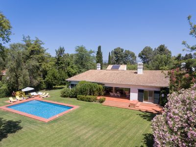 Photo for This 3-bedroom villa for up to 6 guests is located in Alvor and has a private swimming pool, air-con