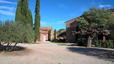 Photo for Holiday apartment in the heart of Provence with pool