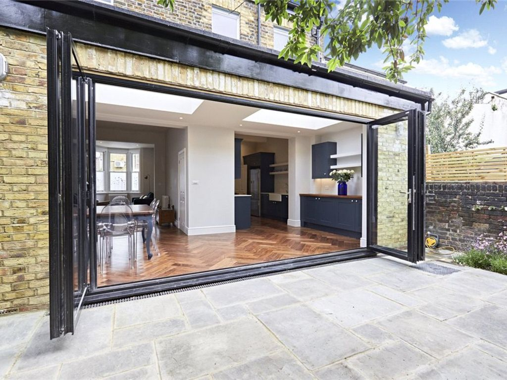 Large and modern four bedroom chiswick homeaway chiswick for Big modern house tour