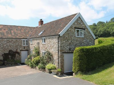 Photo for WHITCOMBE COTTAGE, pet friendly in Honiton, Ref 976051