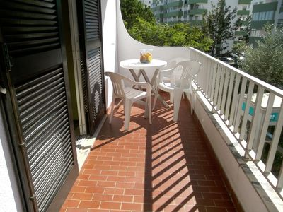 Photo for Cozy and cozy 2 bedroom apartment: 5 minutes walk from the beach, in a central area.