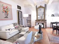 Beautiful apartment in the very best part of Aix. There is nothing more one could ask for.