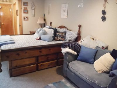 Spacious Master: King-sized waterbed & love seat w/pull-out, en suite bathroom