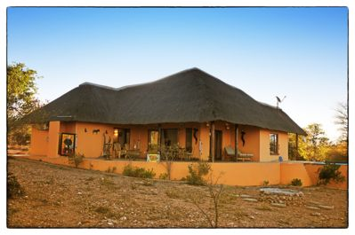The Villa with hottub, fire place, braai, outside shower and drinking hole