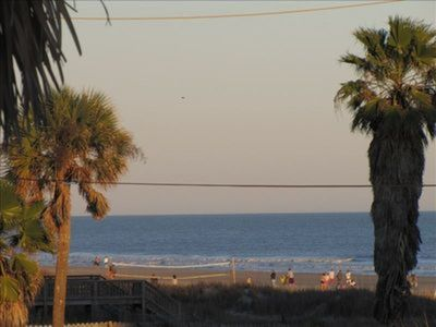 Sea Spot Up~ Upstairs Apt. Across the St. from the Beach w/Great Sundeck