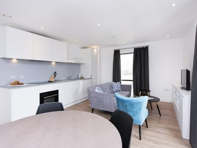 Photo for Stylish & Fresh 2BR - Perfect for Business Travel