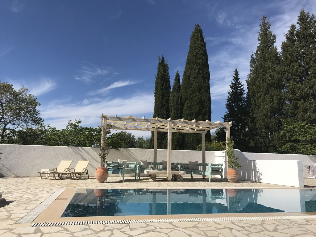 Serene, seaview villa with Aircon, Heated Pool, WiFi & enjoying stunning  sunsets - Arillas Agiou Georgiou