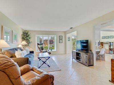 Photo for Nicely Updated 2/2 Condo! Minutes to the Beach! Sánchez-Casal Tennis Academy