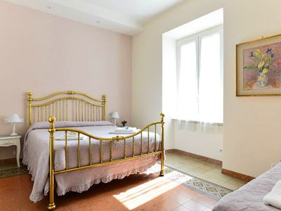 Photo for Charming & bright flat close to COLOSSEUM, fast Wifi
