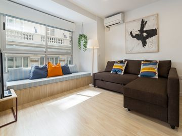 Central, NEW, and comfortable apartment. Amazing views. Pedestrian Street. COOL!