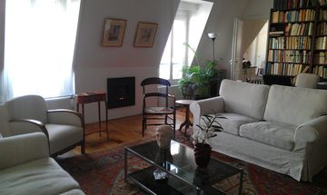 Stylish, sunny and very quiet, perfect location St Germain
