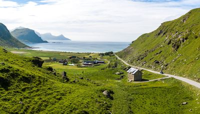 Old schoolhouse with fantastic sea view near Haukland