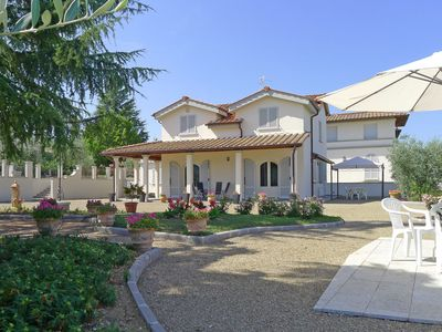 Photo for Villa in Gaville with 4 bedrooms sleeps 7