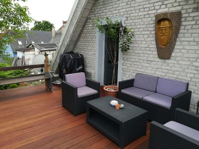 Photo for Cozy apartment overlooking the greenery on the Lindenhof