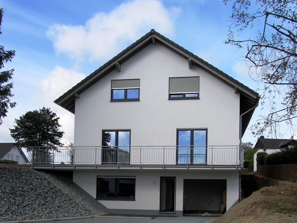 K stelberg new and modern house with large garden lawn for Big modern house tour
