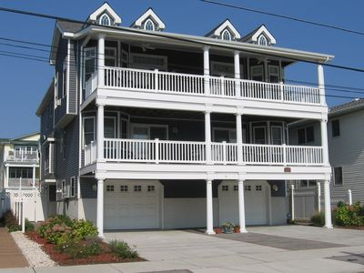 Photo for Fabulous beachblock, Fenced back yard/outside shower/decks/Breakfast bar/Wine cooler & More