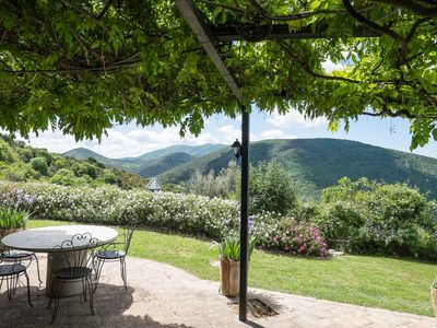Photo for La Terazza is a spacious traditional house with stunning rural views of Umbria