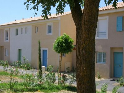 Photo for A holiday home with a heated swimming pool on a Provencal holiday park.
