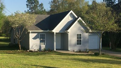 Three Bedroom Cottage Two Full Baths Garage with door Fully Equipped Kitchen