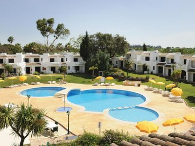 Photo for Comfortable and spacious apartment, ideal location in the Club Alufeira resort