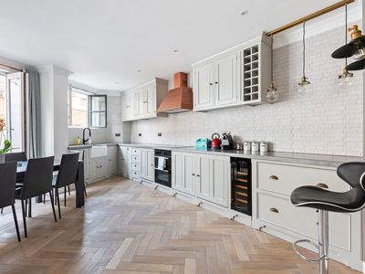 Photo for Lovely 2 bed 2 bath by Liverpool St & Spitalfields