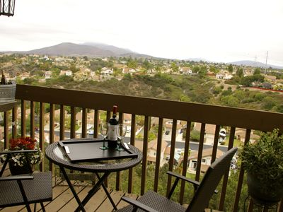 Townhome with Awesome Mountain Views- 7 miles from Downtown San Diego