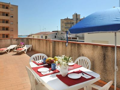 Photo for Lovely little apartment at about 20m from the beach of Riells.