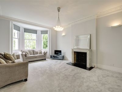 Photo for Beautiful Kensington first floor 2 bed