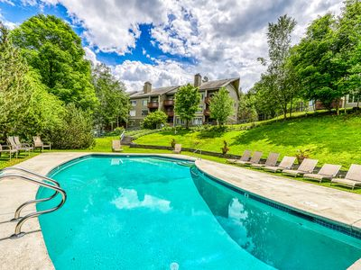 Photo for Ski-in/ski-out condo in the shadow of Sugarbush w/ fireplace and shared pool!