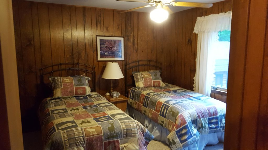 Hayward WI Northwoods retreat for Large Groups Families Seniors
